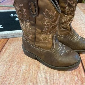 Cherokee Shoes - Girls embroidered cowboy boots size 8 brown pink